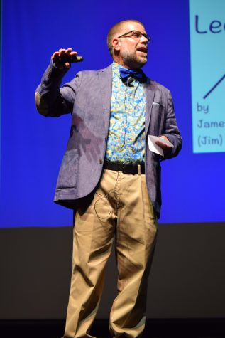 dr-gentry-explains-to-the-crowd-how-difficult-it-was-growing-up-as-a-child-with-dyslexia-copy
