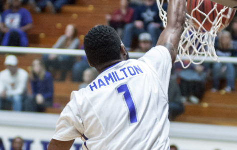 Texan basketball takes top spot in NABC national poll