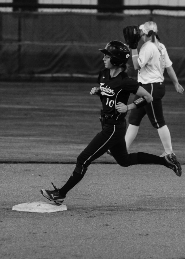 Player Melody Mayse runs the bases.