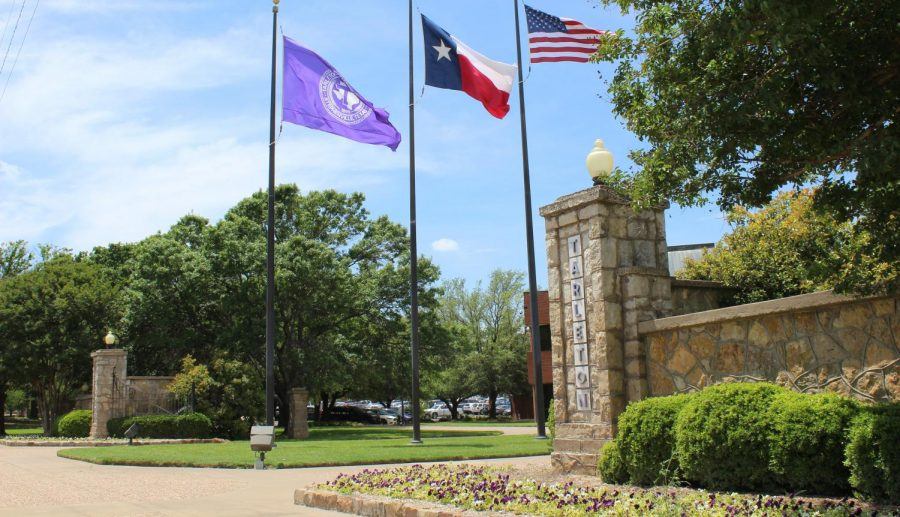 The+front+Tarleton+State+University%2C+in+the+bottom+right+you+can+see+one+of+the+flower+beds+that+are+maintained+by+the+grounds+crew.