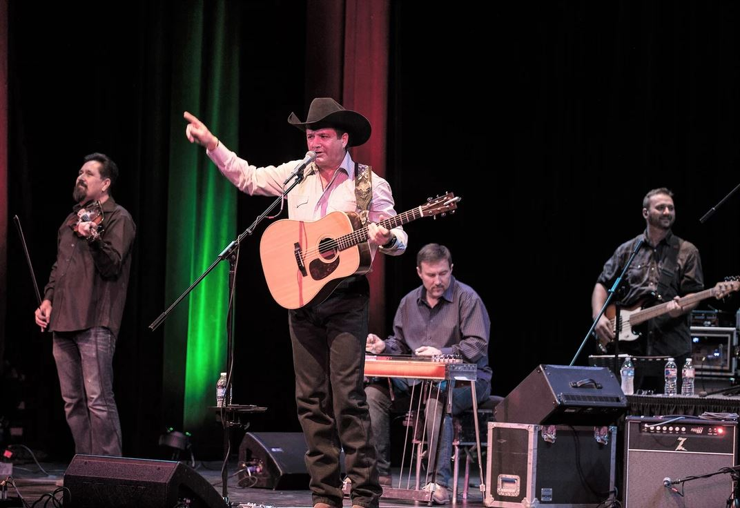 Tracy Byrd is coming to Twisted J on March 23 to have his first performance in Stephenville, Texas in a long time.