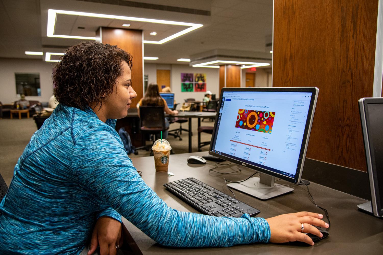 Morgan Randolph going through her class modules on Canvas in the Dick Smith Library.