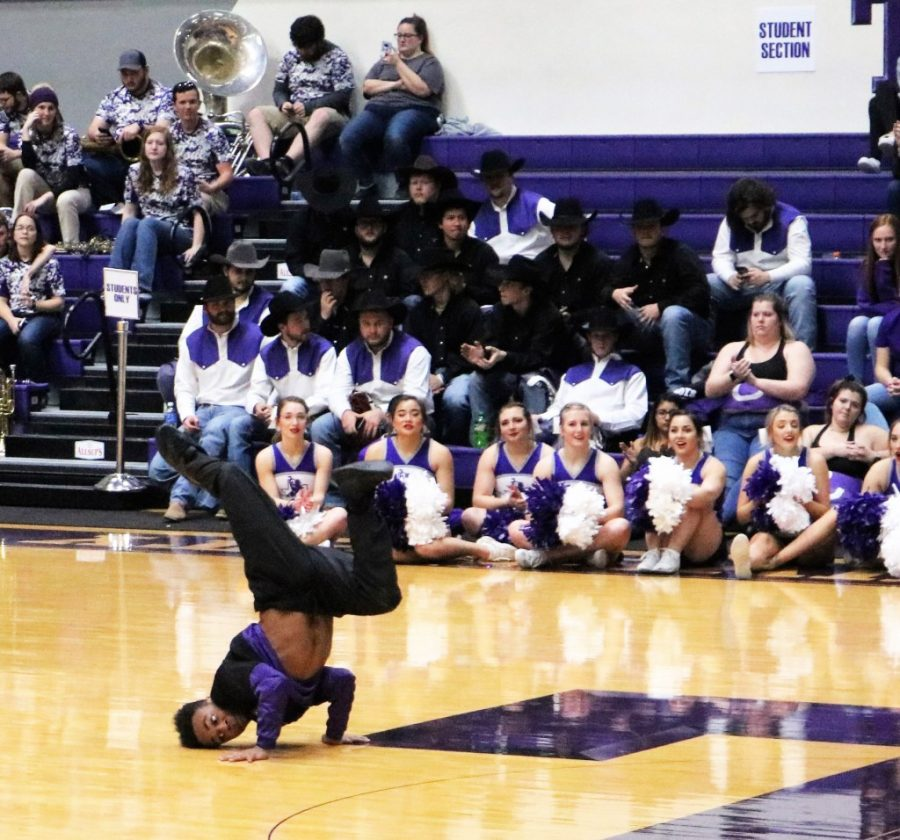 The+Fly+Dance+Company+performed+at+the+halftime+of+the+Tarleton+Baskeball+teams+on+Feb.+7%2C+2020.+This+performance+was+a+part+of+the+way+Casey+Hogan+and+his+team+are+encouraging+people+to+become+more+engaged+in+the+game.+