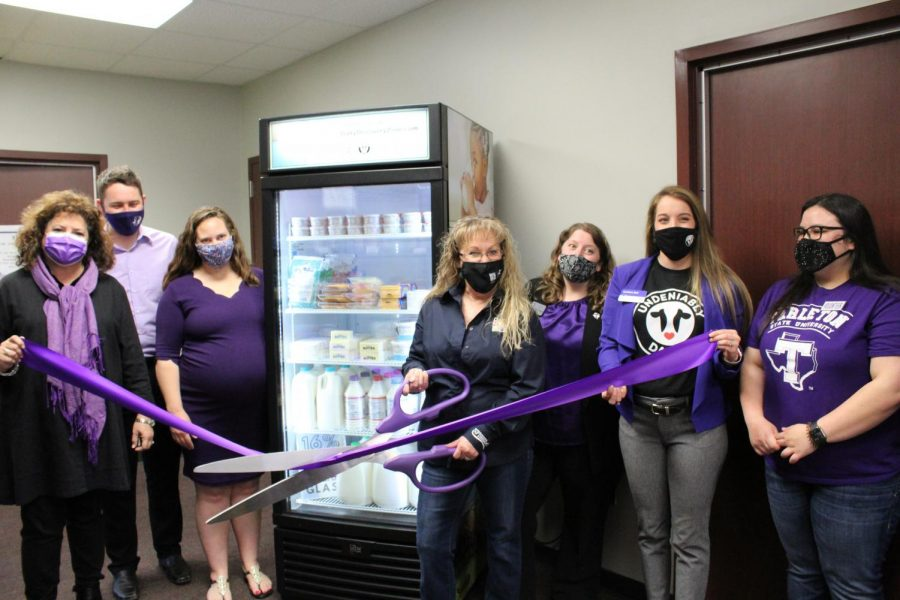 Members of Tarleton's Purple Pantry and Dairy MAX at the new Dairy MAX cooler ribbon cutting ceremony.